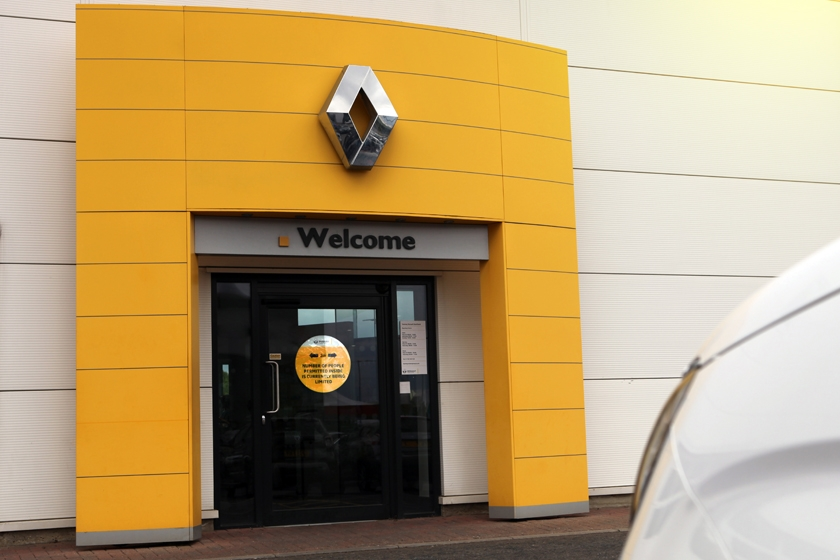 Renault offers 'SELECT AND COLLECT' Service for Car Buyers