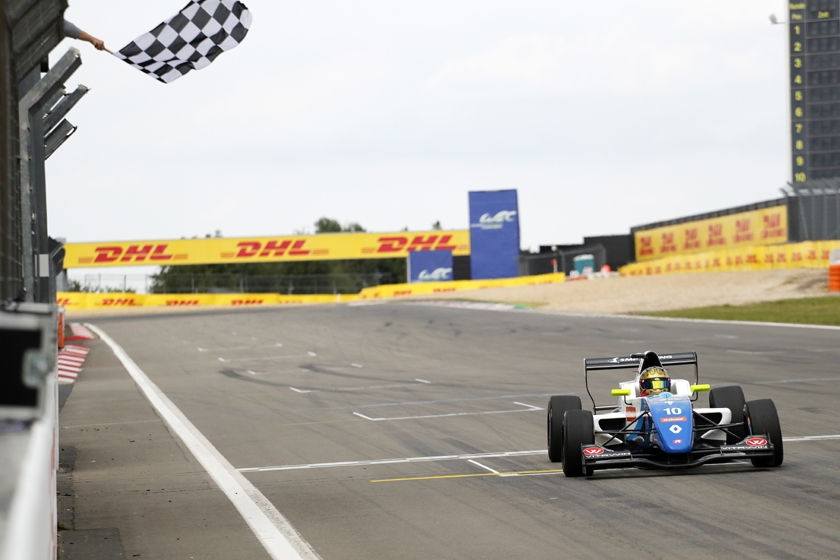 Robert Shwartzman wins at the Nürburgring and takes the lead in the Formula Renault Eurocup