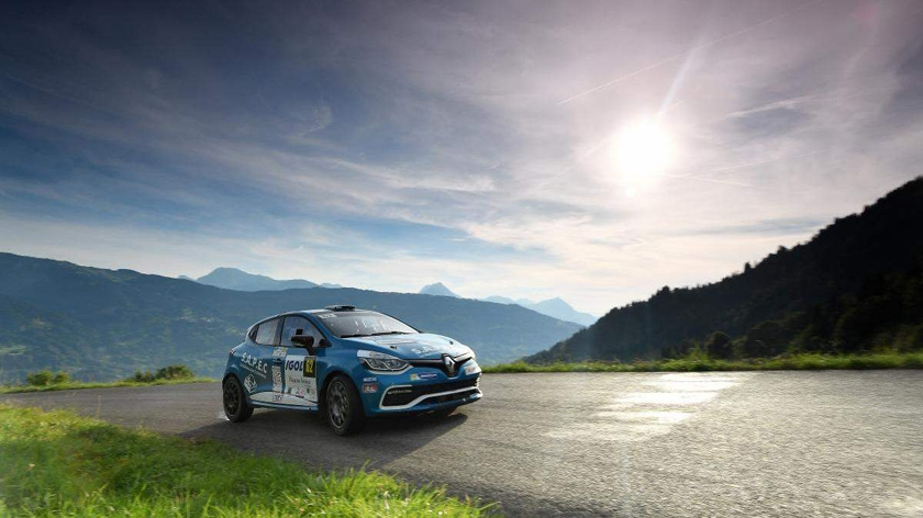 Clio R3T Trophy France makes elevated return to action
