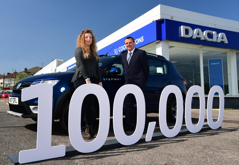 Dacia celebrates 100.000 models sold in the UK