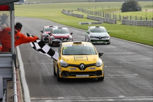 A tie at the top as Marzorati, Hammerton win first ever Renault UK Clio Cup Junior races