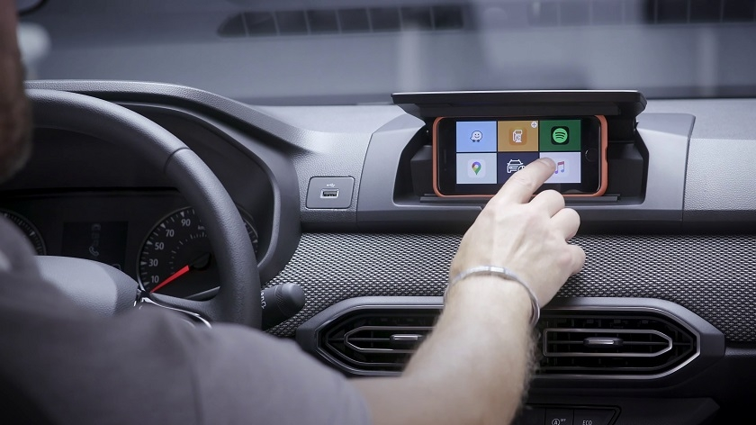 The Dacia Sandero: The Screen comes out of your Pocket