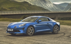 Alpine A110 wins 'BEST PERFORMANCE CAR' at the UK Car of the Year Awards